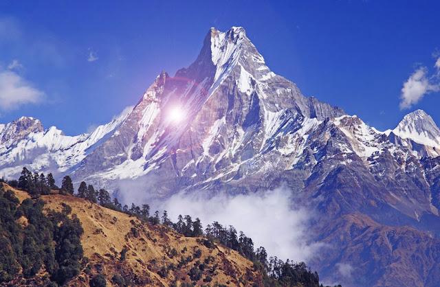 image: puncak Himalaya Nepal