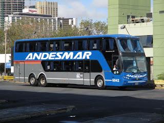Ônibus da Empresa Andesmar no Terminal Retiro em Buenos Aires