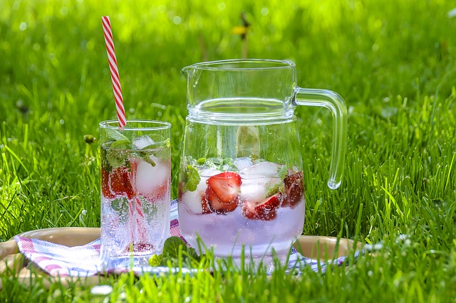 7-Up with Fresh Strawberries