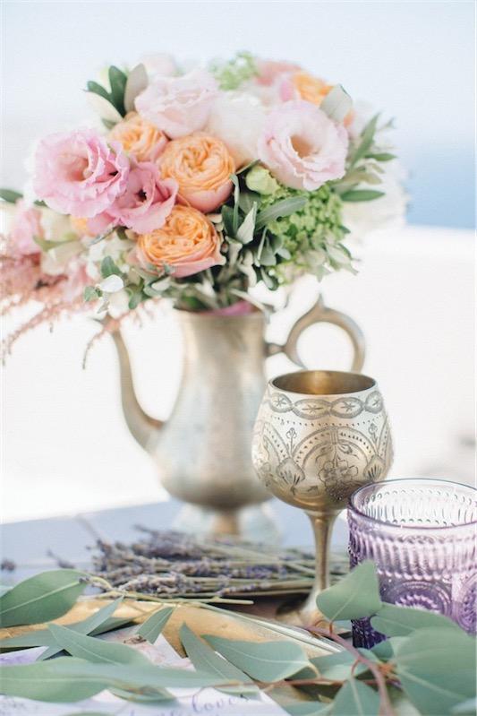 detalles florales boda en santorini chicanddeco