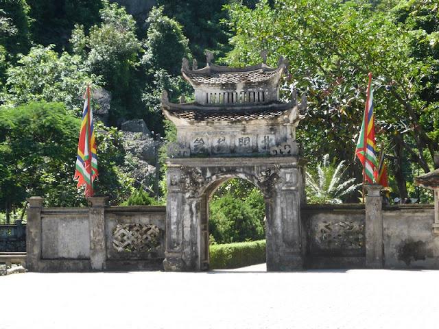 antigua capital del reino en Hoa Lu, cerca de Nimh Binh