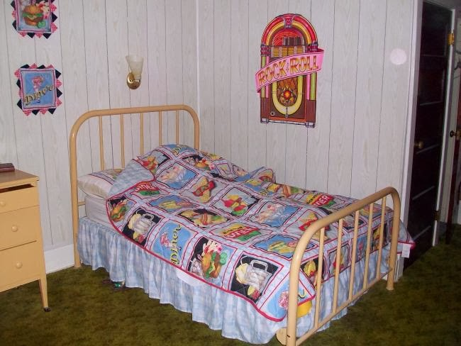 Ghost Elizabeth Honeymoon Bed
