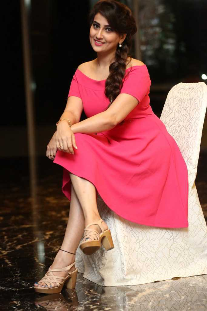 Hot Telugu Tv Anchor Manjusha Legs Show In Pink Mini Skirt At Success Meet