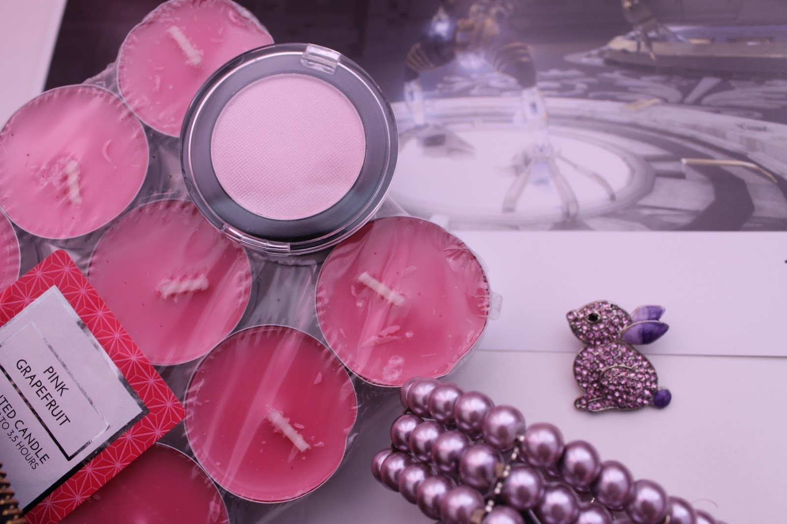 Goodies Pink Eyeshadow & Candles
