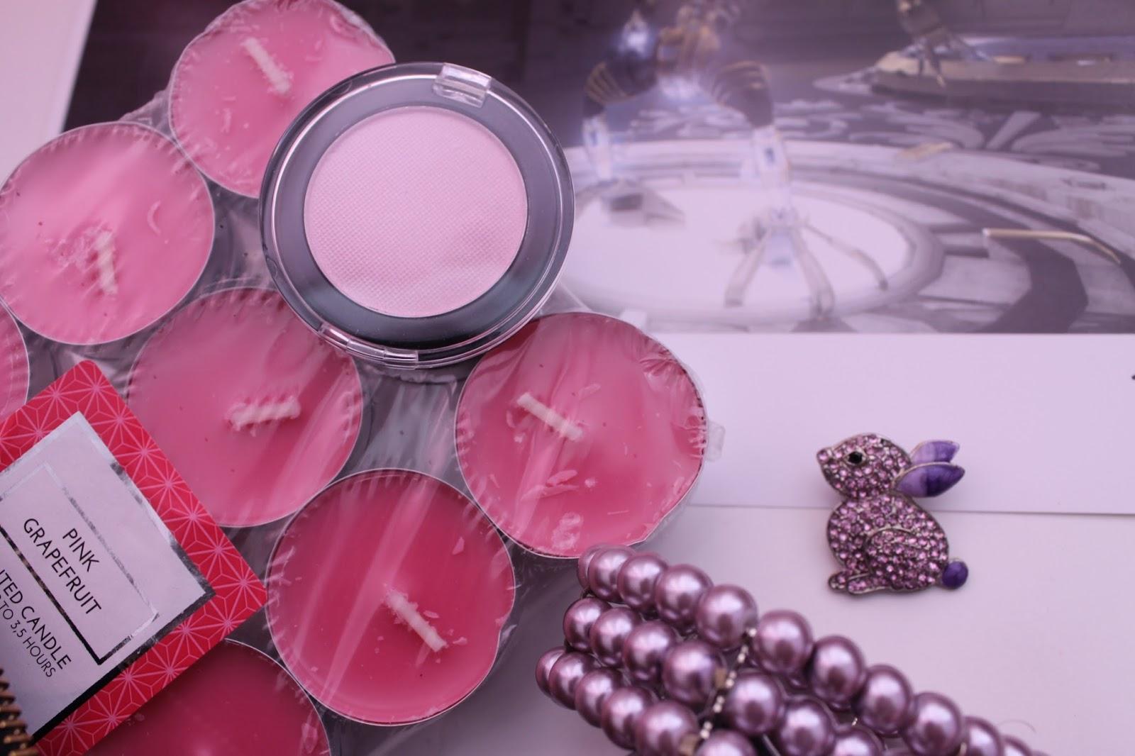 Goodies Pink Eyeshadow & Candles