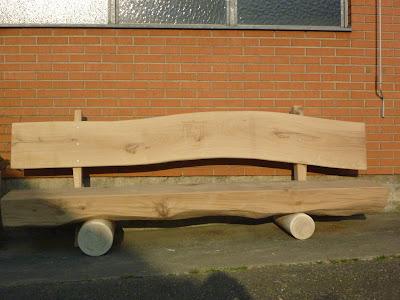Holzbank mit Familienwappen einschnitzen lassen
