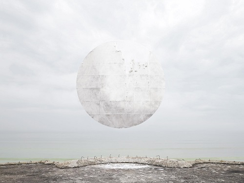 photo by Noemie Goudal - Station viii | imagenes bonitas chidas bellas tristes, surrealismo fotografico, cool stuff, black and white art pictures, sad moon, lonely landscapes.