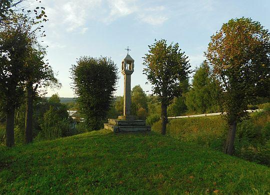 """Kapliczka """"Na Szwedzkim Kurhanie"""" wzniesiona w 1659 roku."""