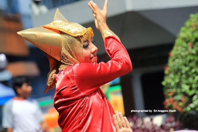 Kesenian dari Minangkabau.