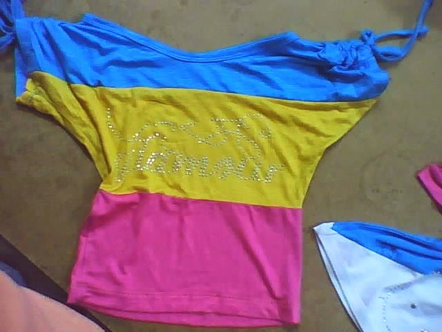 diseño de blusa de tres colores