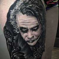 Tatuaje de The Joker Heath Ledger en blanco y negro