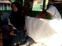 Anak-anak di Desa Pekalongan Pati Dilatih Membatik