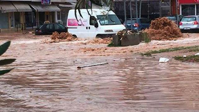 Επτά νεκροί και πολλοί αγνοούμενοι στην Μάνδρα από τις πλημμύρες (βίντεο)