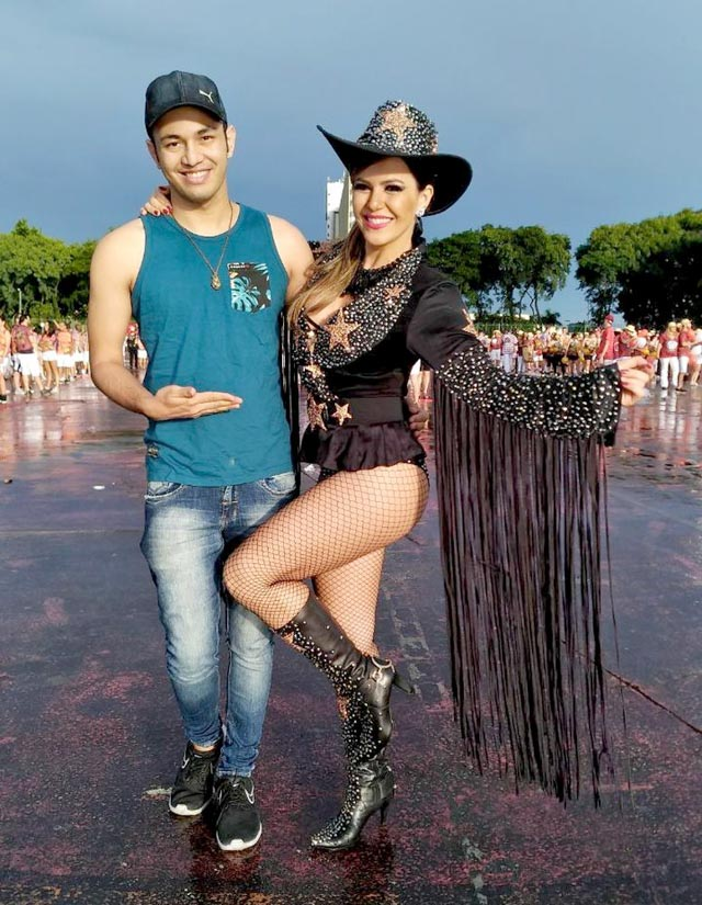 Tânia Oliveira ao lado do estilista Kell Mendes. Foto: Renato Cipriano