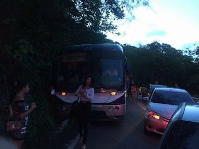 Ônibus com universitários de Meruoca falta freio e motorista evita tragédia
