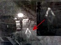 Hantu 'The Night Crawler' Tertangkap Kamera CCTV