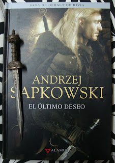 Portada del libro El último deseo, de Andrzej Sapkowski