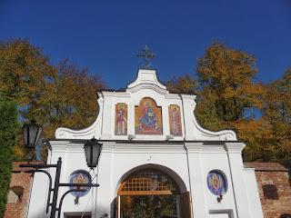 Крехів. Монастир св. Миколая. Вхідна брама