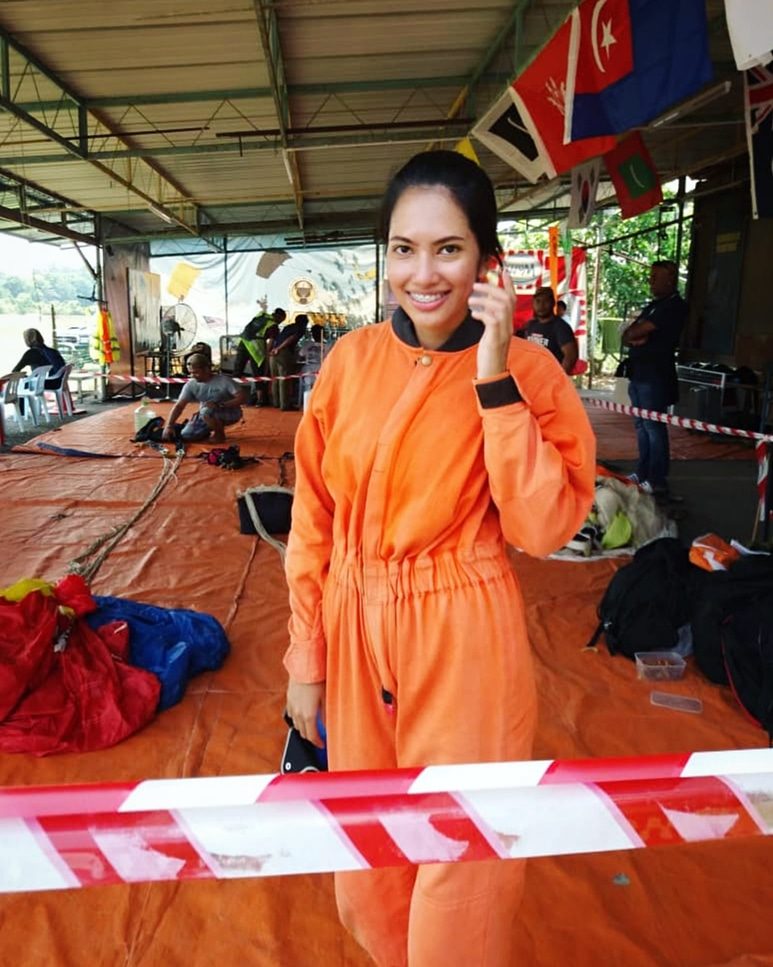 Orange skydiving jumpsuit - Static line skydiving in Malaysia - Ummi Goes Where?