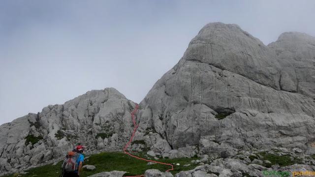 Camino hacia la canaleta por el que accederemos hacia la cumbre del Tercer Poyón