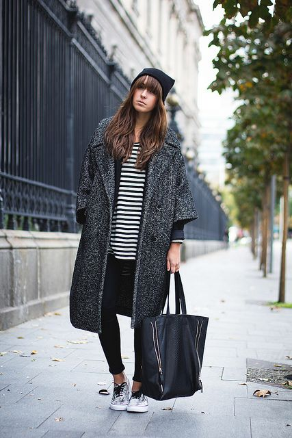 Cool pregnancy style - oversized winter coat