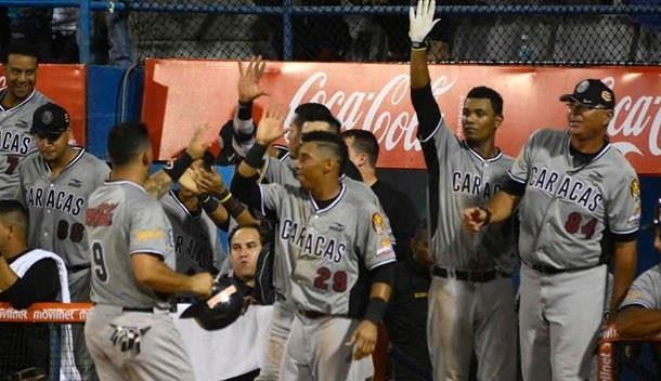 Leones voltean un juego que perdian por 3 en el 8vo ante Tigres de Aragua