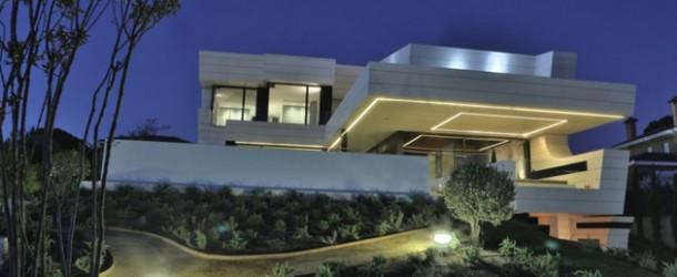 Rumah Balkon Modern Dengan Sentuhan Futuristik