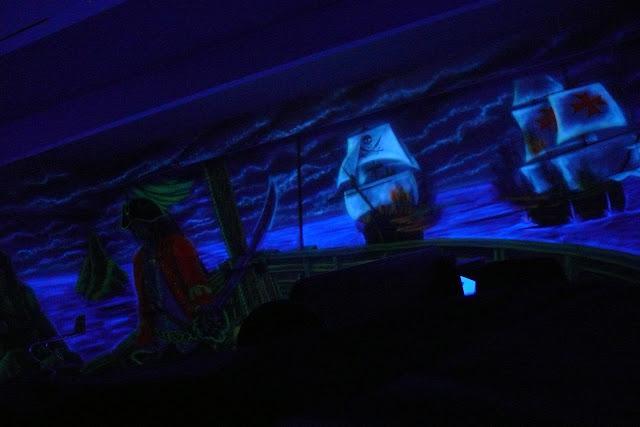 Aranżacja ścian w kręgielni poprzez malowanie, malowanie obrazu ściennego o tematyce pirackiej w kręgielni, Warszawa