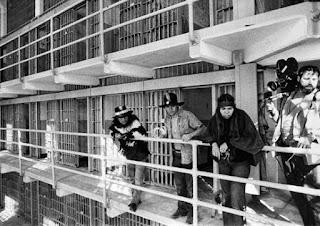 Los indígenas americanos visitando la prisión de Alcatraz
