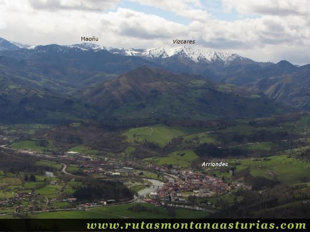 Vízcares y Maoñu desde la cima del Pico Moru