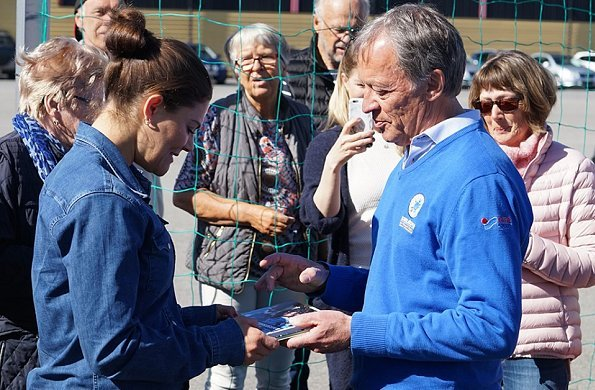 Crown Princess met players and coaches of para football club of IFK Östersund. Adidas Terrex hiking shoes, Levis denim shirt