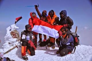 Larang Orang Mendaki Puncak Gunung Karena Cuma Mampu Sampai Lerengnya (analogi Larangan Poligami)