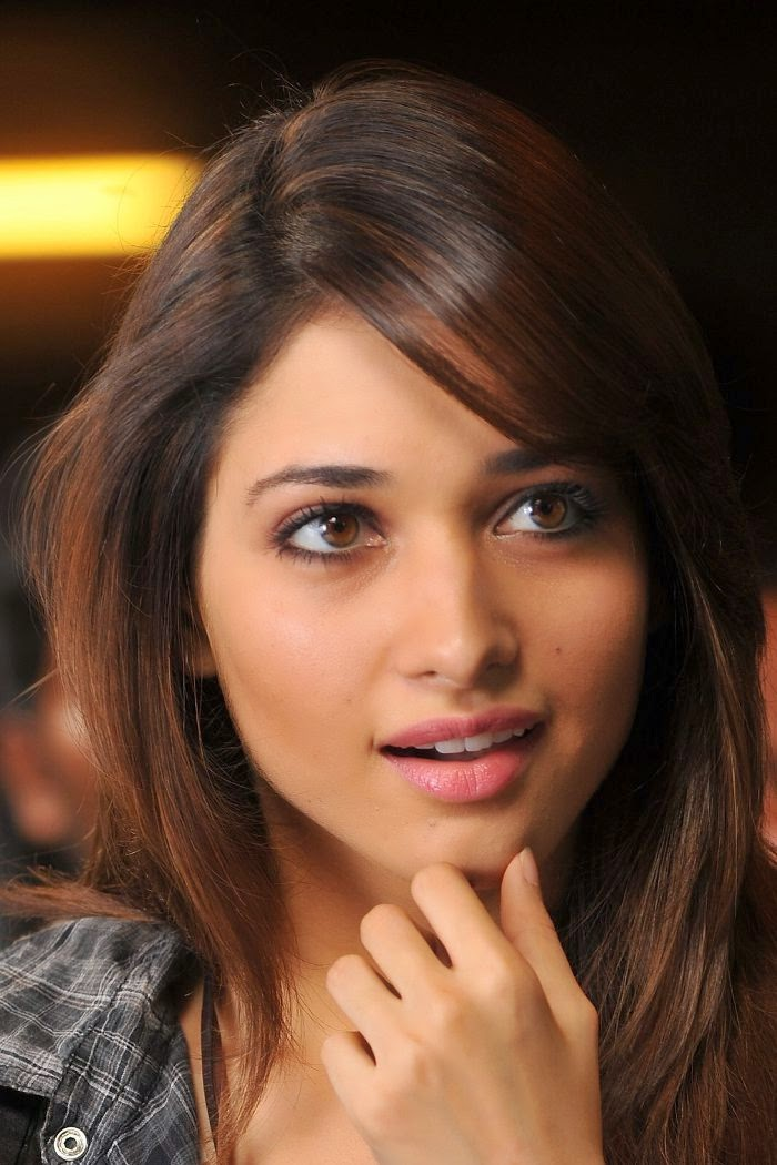 Heroine Tamanna Hot Sexy Wallpapers Images Photos HD Wallpapers