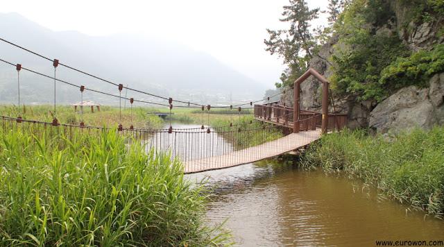 Puente sobre arroyo de la Bahía Suncheonman