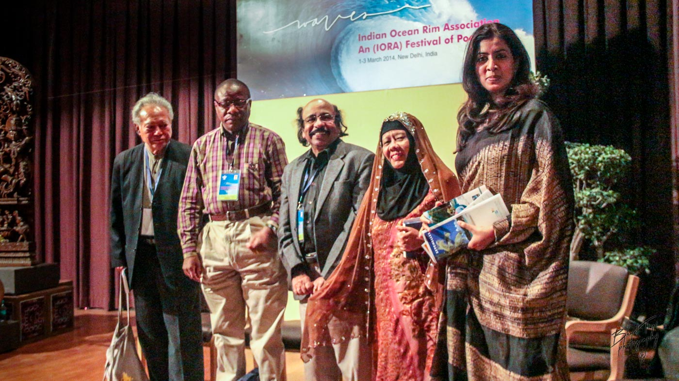 Edwin Thumboo, Eliah Mwaifuge, K Satchidanandan, Zurinah Hassan and Arundhathi Subramaniyam (March 3, 2014, Sahitya Akademi) Photo (c) Bharat Tiwari
