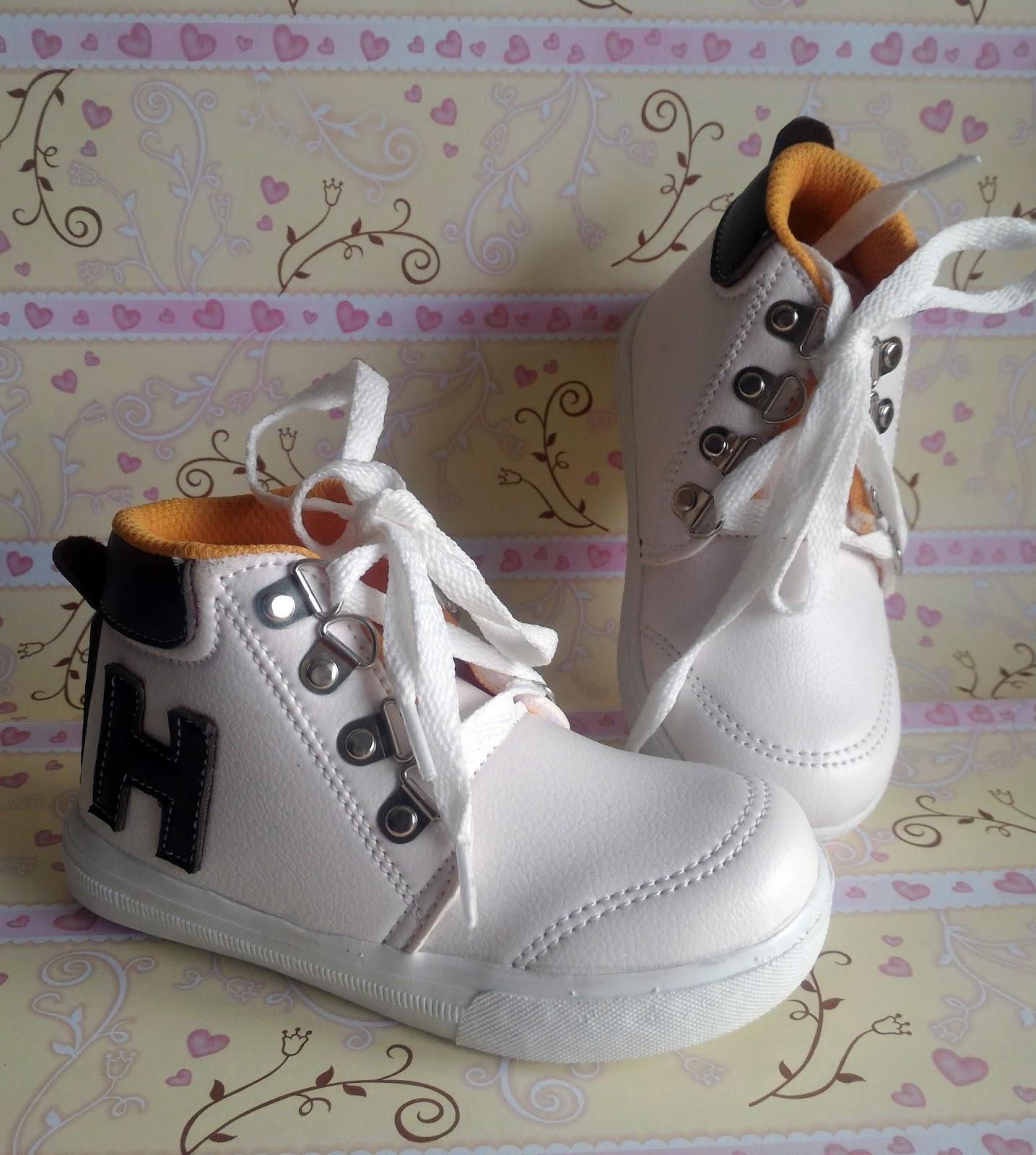 Sepatu boots anak laki