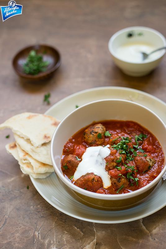 Klopsiki arabskie w sosie z pomidorów