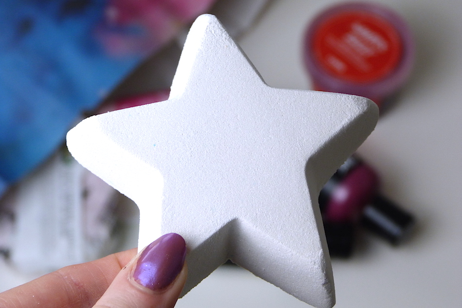 an image of lush star dust bath bomb