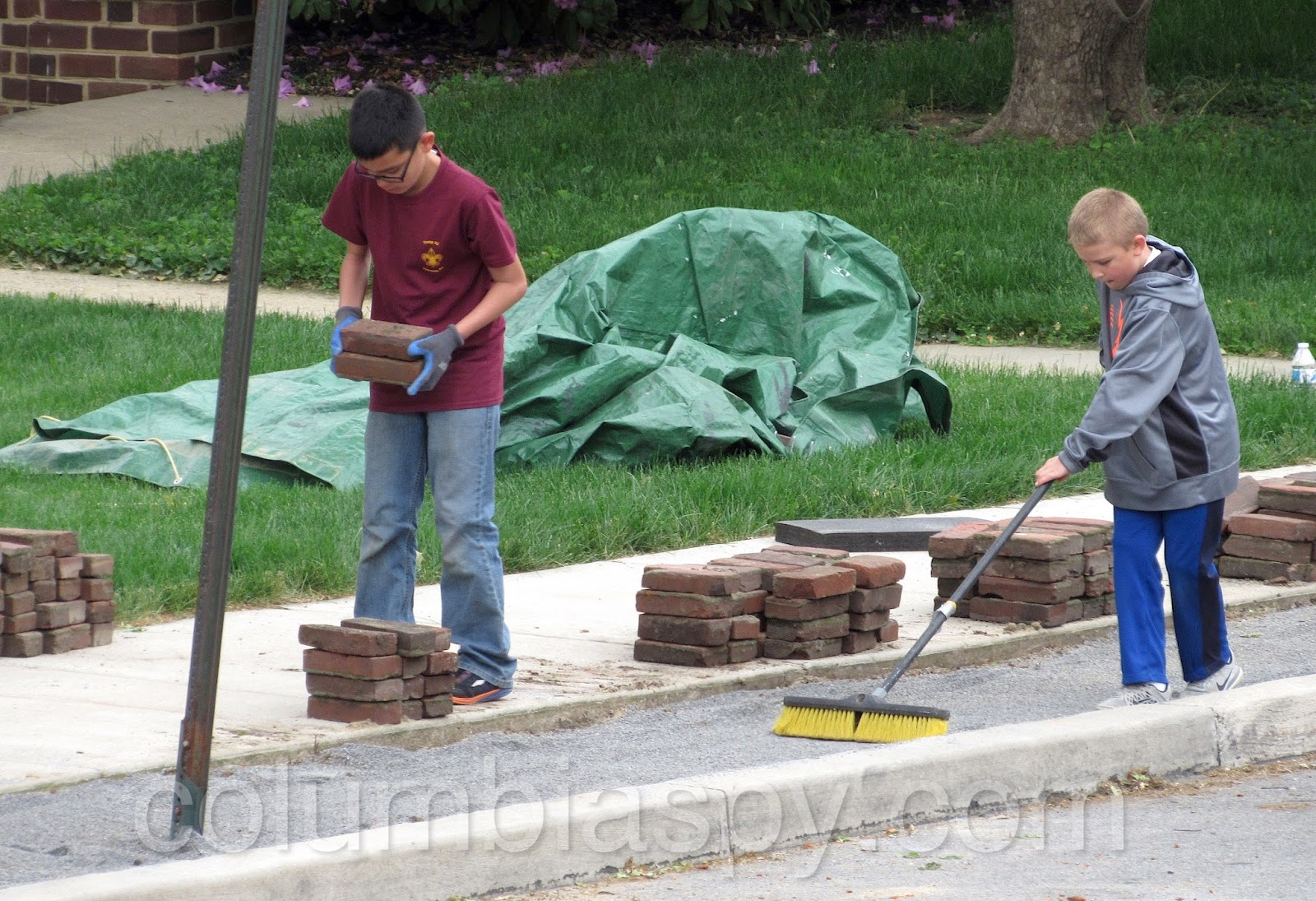 gaydek.net  8 Boy Scouts (Troop 35) fix bricks at the DAC: