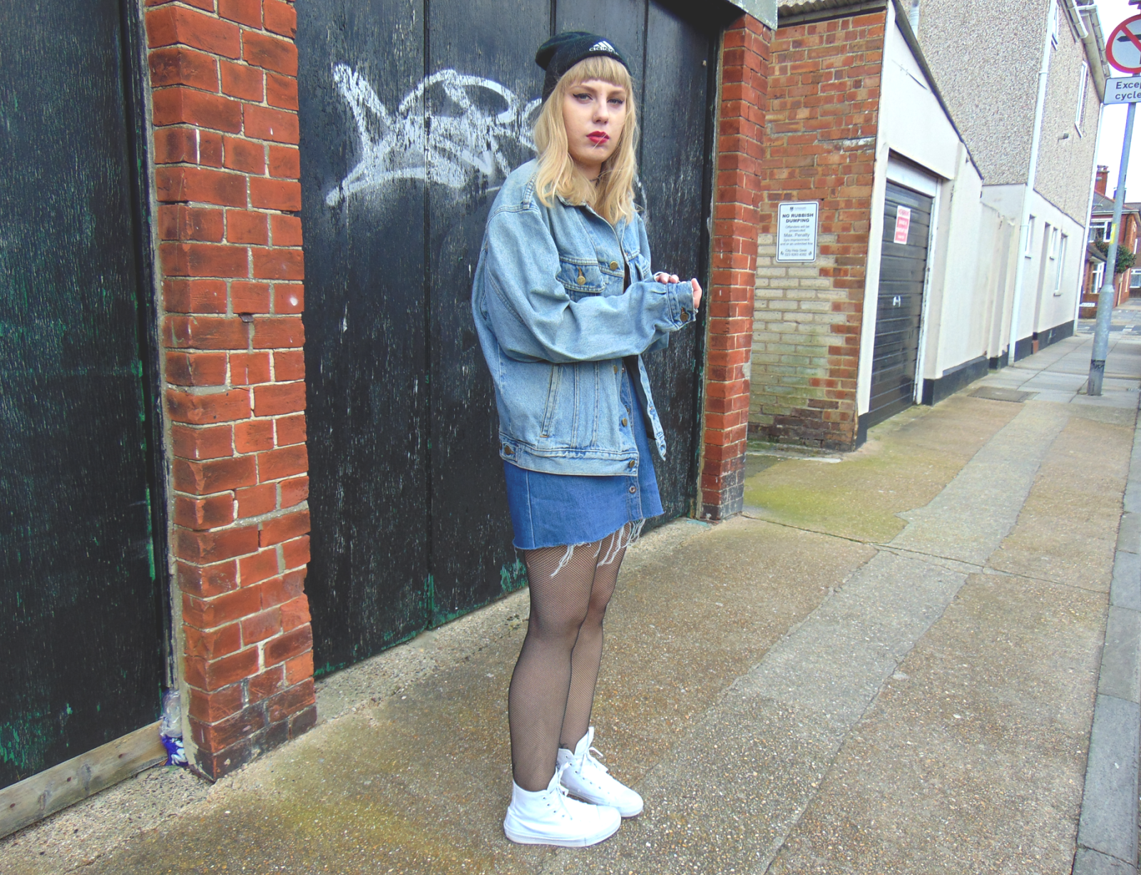 sport luxe fashion style, sport luxe ootd, double denim, vintage denim, denim button down a-line skirt, vintage oversized denim jacket, all white high top converse, chuck 2, chuck ii converse