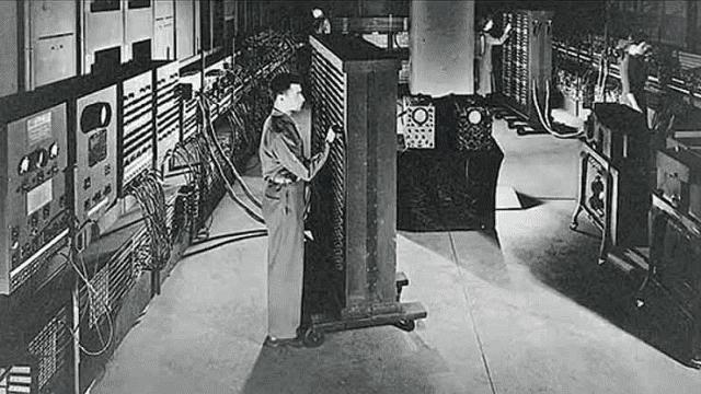 komputer generasi pertama memiliki ukuran yang sangat besar