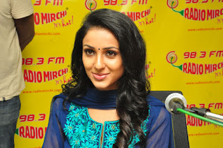 Priyashri at Radio Mirchi ,majnu movie promotions