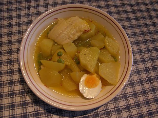 Patatas con bacalao y huevo al azafran recetas de cocina - Patatas en caldo con bacalao ...