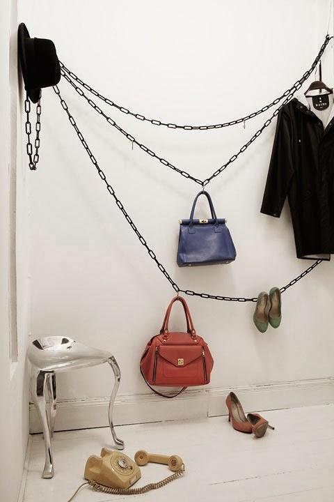 vestidor hecho con cadenas