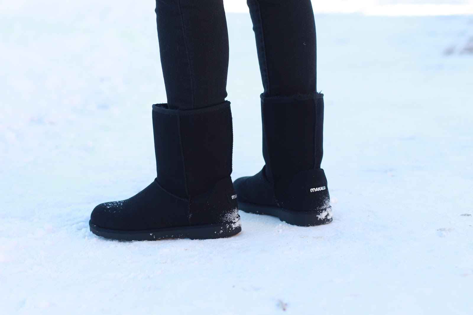 blogger wearing Makalu California black boots