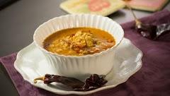 A cocinar una  rica sopa de estrellas con chorizo y Chile guajillo.