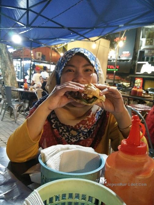 Burger bakar Kaw Kaw Wangsa Maju