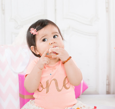 Little-Girl-Cake-Smash-Toronto-Marissa-Martine-Photography