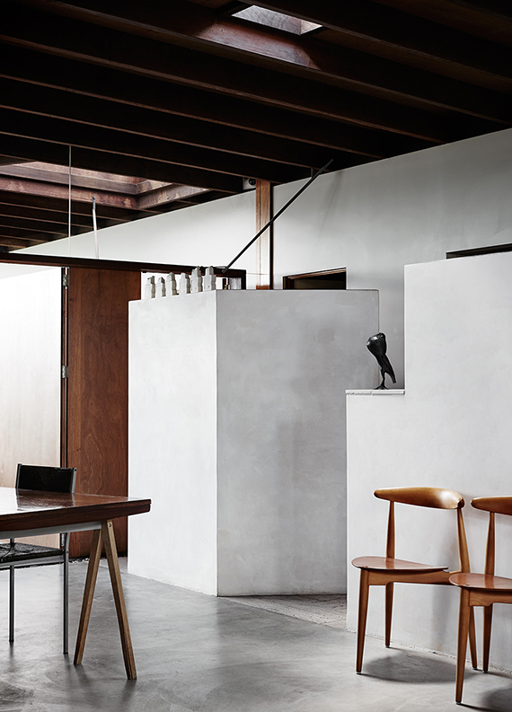 Dining room with concrete floor. Sharyn Cairns via Kinfolk
