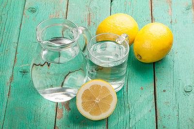 Commencez votre journée avec de l'eau de citron